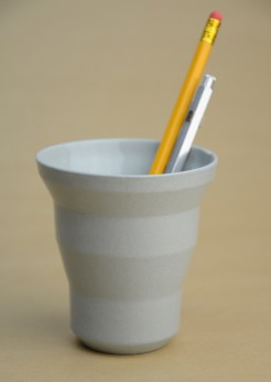 Edged cup